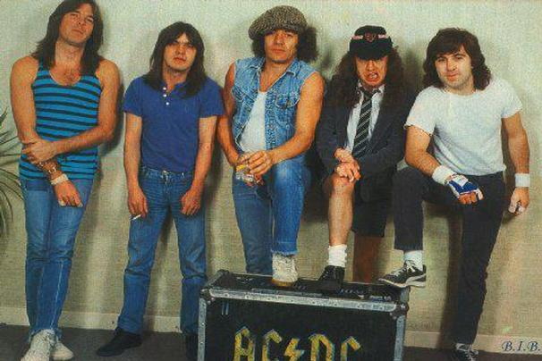 6-acdc-shook-me-all-night-long-ap_606