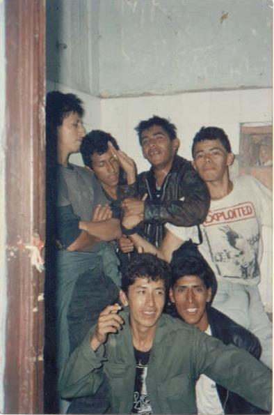 Subterráneos en la legendaria Peña Huascaran del jirón Camaná, en el concierto Lima se Muere de 1989. Están Yucatán, Chovi, Kike eutanasia, Chikidracula, el Dr. Fosforo y el Tombo Loco.